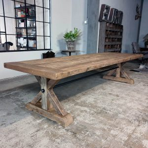 Sunburned-reclaimed-oak-Refectory-table-Grindelwald-Z006