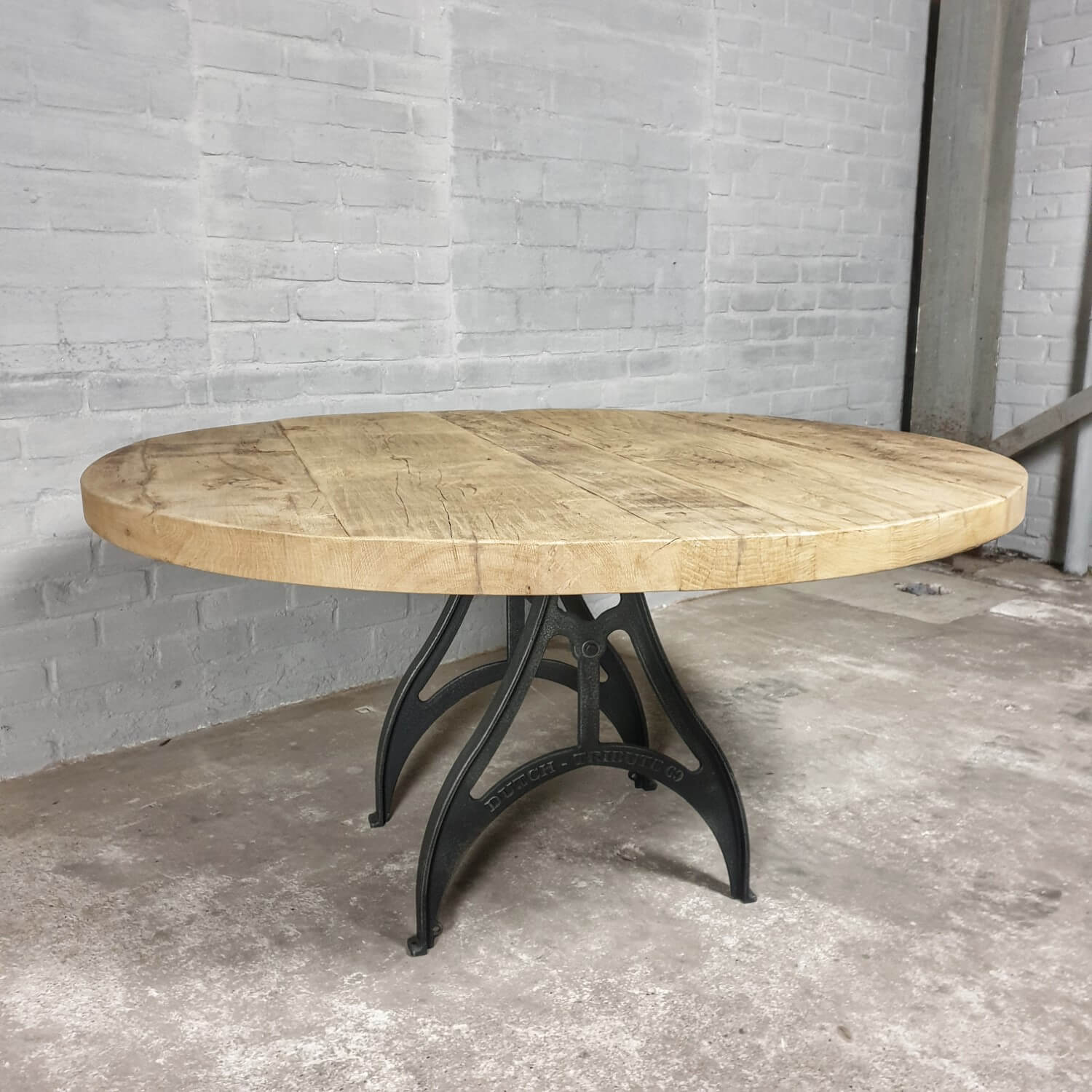 Round Industrial Dining Table 6cm Reclaimed Oak Tabletop Cast Iron Base Dt69