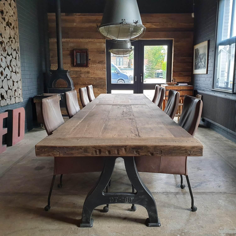 industrial-design-table-cast-iron-base-7cm-reclaimed-oak-top-ind747