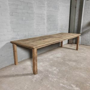 Rustic French farmhouse table made of reclaimed oak – Z023